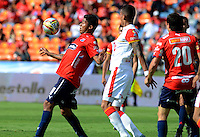 MEDELLIN - COLOMBIA - 15-08-2015Christian Marrugo jugador  del Independiente Medellin  disputa el balon  contra el  Independiente  Medellin   durante partido  por la fecha 5 de la Liga Aguila II 2015 jugado en el estadio Atanasio Girardot. / Christian Marrugo  player of Independiente Medellin fights the ball against   of Independiente Santa Fe   during a match for the five date of the Liga Aguila II 2015 played at Atanasio Girardot stadium in Medellin city. Photo: VizzorImage / Leon Mosalve  / Str.