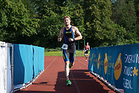 Nico Hemmer (Spiridon Frankfurt) kommt ins Ziel - Mörfelden-Walldorf 18.07.2021: MoeWathlon