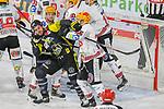 Krefelds Constantin Braun (Nr.11) und Bremerhavens DOMINIKUHER (Nr.26) geraden aneinander in den Faustkampf und gehen beide für 2min auf die Strafbank beim Spiel in der Gruppe Nord der DEL, Krefeld Pinguine (schwarz) – Fischtown Pinguins Bremerhaven (weiss).<br /> <br /> Foto © PIX-Sportfotos.de *** Foto ist honorarpflichtig! *** Auf Anfrage in hoeherer Qualitaet/Aufloesung. Belegexemplar erbeten. Veroeffentlichung ausschliesslich fuer journalistisch-publizistische Zwecke. For editorial use only.