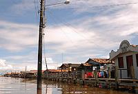 Vila de  Jenipapo. vila construída acima dágua com casas interligadas por pontes de madeira conhecidas na região como estivas, beira do lago Arari. Marajó.<br /> Santa Cruz do Arari, Pará, Brasil.<br /> 09/05/2006<br /> Foto Paulo Santos/Interfoto