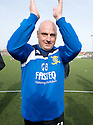 :: LIVINGSTON MANAGER GARY BOLLAN CELEBRATES HIS TEAM WINNING THE SECOND DIVISION ::