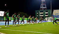 BARRANCABERMEJA - COLOMBIA, 11-11-2020: Jugadores de Atletico Nacional calientan previo al partido Alianza Petrolera y Atletico Nacional, de la fecha 19 por la Liga BetPlay DIMAYOR 2020 en el estadio Daniel Villa Zapata en la ciudad de Barrancabermeja. / Players of Atletico Nacional warm up prior a match between Alianza Petrolera and Atletico Nacional, of the 19th date for the BetPlay DIMAYOR League 2020 at the Daniel Villa Zapata stadium in Barrancabermeja city. Photo: VizzorImage  / Jose D. Martinez / Cont.