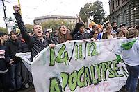 - manifestazione internazionale Eurostrike contro le misure di austerity imposte dall'Unione Europea; corteo degli studenti a Milano<br /> <br /> - international demonstration Eurostrike against austerity measures imposed by the European Union; rally of students in Milan