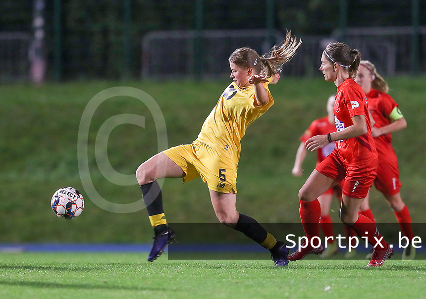 Standard's Aster Janssens (5) in action during a female soccer game between FC Femina WS Woluwe and Standard Femina de Liege on the fourth match day of the 2020 - 2021 season of Belgian Womens Super League , Friday 8th of October 2020  in Liege , Belgium . PHOTO SPORTPIX.BE | SPP | SEVIL OKTEM