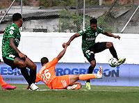 ENVIGADO - COLOMBIA, 18–07-2021: Denis Mena de Envigado F. C. y Danovis Banguero de Atletico Nacional disputan el balon durante partido entre Envigado F. C. y Atletico Nacional de la fecha 1 por la Liga BetPlay DIMAYOR II 2021, en el estadio Polideportivo Sur de la ciudad de Envigado. / Denis Mena of Envigado F. C. fights for the ball with Danovis Banguero of Atletico Nacional, during a match between Envigado F. C. and Atletico Nacional of the 1st date for the BetPlay DIMAYOR II League 2021 at the Polideportivo Sur stadium in Envigado city. / Photo: VizzorImage / Luis Benavides / Cont.