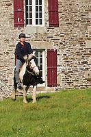 """Europe/France/Normandie/Basse-Normandie/50/Saint-Clément-Rancoudray: Randonnée équestre avec l'association Cheval Nature du Sud Manche  dans le Parc naturel régional Normandie-Maine<br /> Àuto N°:  2012-431 , Àuto N°:  2012-432, Àuto N°:  2012-43"""", Àuto N°:  2012-434; Àuto N°:  2012-435 // urope/France/Normandie/Basse-Normandie/50/Saint-Clément-Rancoudray:  Horseback Riding, Normandie-Maine Regional Natural Park"""