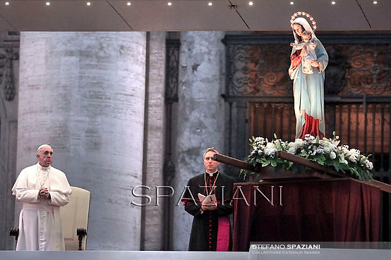 Pope Francis Holy Rosary - Conclusion of the month  of May.St Peter's square at the Vatican. May 31, 2013