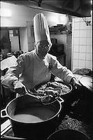 """Europe/France/Languedoc-Roussillon/11/Aude/La Bastide d'Anjou: Etienne Rousselot de """"L'Hostellerie Etienne"""" prépare son cassoulet<br /> PHOTO D'ARCHIVES // ARCHIVAL IMAGES"""