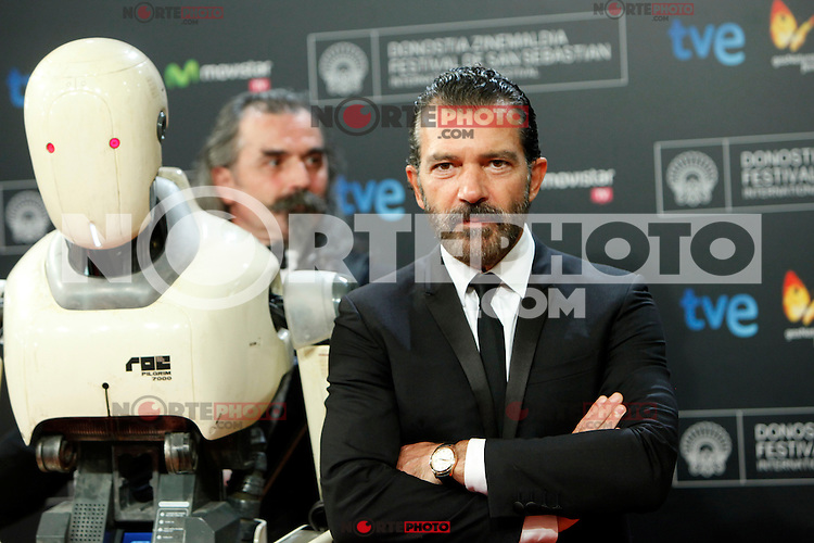 Spanish actor Antonio Banderas poses for the photographers during the red carpet of his film 'Automata' during the 62st San Sebastian Film Festival in San Sebastian, Spain. September 21, 2014. (ALTERPHOTOS/Caro Marin)