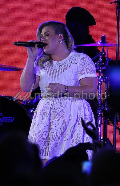 30 May 2015 - Las Vegas, Nevada -  Kelly Clarkson.  iHeartRadio Summer Pool Party at Caesars Palace.  Photo Credit: MJT/AdMedia