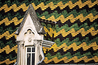 France/21/Côte d'Or/Meursault: Détail d'un toit aux tuiles vernissées