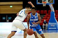 18-05-2021: Basketbal: Donar Groningen v Heroes Den Bosch: Groningen, Den Bosch speler Jacobi Payne met Donar speler Davonte Lacy