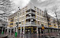 Nederland  Amsterdam   2021.  Zuidoost. De Bijlmer. Winkelcentrum de Amsterdamse Poort. Huizen boven winkels.    Foto Berlinda van Dam / HH / ANP.