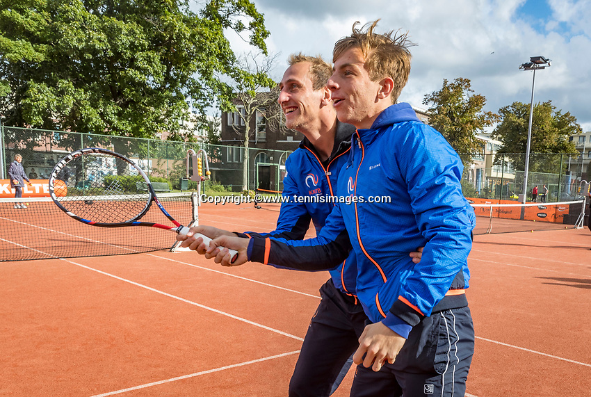 The Hague, The Netherlands, September 13, 2017,  Sportcampus , Davis Cup Netherlands - Chech Republic, Streettennis , Thiemo de Bakker (NED) (L) gives Tallon Griekspoor a lesson<br /> Photo: Tennisimages/Henk Koster