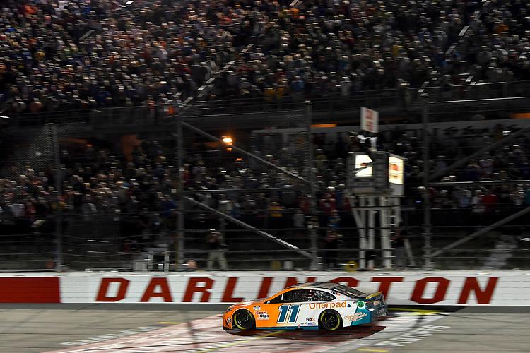 #11: Denny Hamlin, Joe Gibbs Racing, Toyota Camry Offerpad, Checkered Flag, Winner