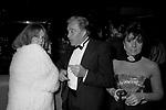 JEANNE MOREAU CON UGO TOGNAZZI E PATRIZIA REGGIANI GUCCI <br /> PREMIO THE BEST RAINBOW ROOM ROCKFELLER CENTER NEW YORK 1982