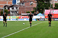ENVIGADO - COLOMBIA, 06-11-2020: Arbitros calientan antes de partido entre Envigado F. C., y La Equidad de la fecha 18 por la Liga BetPlay  DIMAYOR 2020, en el estadio Polideportivo Sur de la ciudad de Envigado. / Referees warm up prior a match between Envigado F. C., and La Equidad of the 18th date  for the BetPlay DIMAYOR League 2020 at the Polideportivo Sur stadium in Envigado city. Photo: VizzorImage / Luis Benavides / Cont.