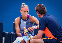Den Bosch, Netherlands, 11 June, 2018, Tennis, Libema Open, Arantxa Rus (NED) asks for her coach Paul Haarhuis<br /> Photo: Henk Koster/tennisimages.com