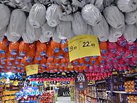 SÃO PAULO, SP, 22.03.2019: PASCOA -SP- Decoração de Páscoa em um hipermercado da zona sul de São Paulo nesta sexta-feira (22). (Foto: Luiz Claudio Barbosa/Código19)