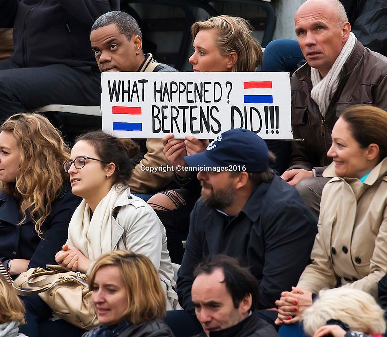 Paris, France, 01 June, 2016, Tennis, Roland Garros, Womans quarter final Kiki Bertens fans on the stands<br /> Photo: Henk Koster/tennisimages.com