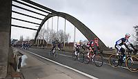 Ronde van Vlaanderen 2013..trying to break away
