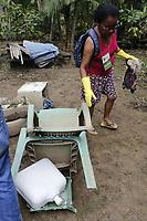 """Belém, Pará, Brasil, Cidade. Retranca:  CATAMOR/ NA MARÉ - Jucirema Nogueira, 55 anos (Voluntaria). Gancho: A Associação Amigos de Belém promove um grande mutirão de limpeza que ocorrerá na ilha do Combu, no restaurante Na Maré, e dia 16 no Marajó, na cidade de Joanes. Todos os resíduos recolhidos serão encaminhados para o """"Reciclômetro"""", que vai mensurar a quantidade de material recolhido nas áreas de atuação. As atividades serão realizadas com o apoio de 40 voluntários.. LocaL: Ilha do Combú. Data: 15-06-2019. Foto: Mauro Ângelo/ Diário do Pará."""
