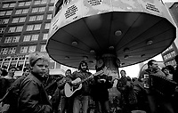 BERLINO EST / EAST BERLIN / GERMANY - OCTOBER 1990.CELEBRATION OF REUNIFICATION OF GERMANY IN ALEXANDER PLATZ..PHOTO LIVIO SENIGALLIESI