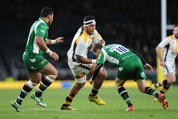 Nathan Hughes of Wasps runs into Chris Noakes of London Irish during the Premiership Rugby match between London Irish and Wasps - 28/11/2015 - Twickenham Stadium, London<br /> Mandatory Credit: Rob Munro/Stewart Communications