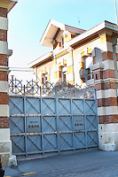 The entrance to Champagne Krug with the iron gates closed, Reims, Champagne, Marne, Ardennes, France