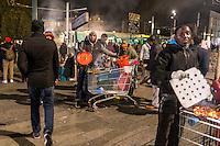 """FRANKREICH, 26.11.2015, Paris.  Der Vorort-Bezirk Saint-Denis ist gepraegt durch seine vielen muslimischen Zuwanderer. Hier liegt das """"Stade de France"""", einer der Orte der Terroranschlaege vom 13.11 und hier lieferte sich die Polizei die schwere Schiesserei mit einigen der beteiligten Islamisten am 18.11. - Verkauf von Fleischspiessen am Bahnhof.   The suburban district of Saint-Denis is characterized by its dense muslim immigrant population. Here """"Stade de France"""" is located, one of the places of the Paris terrorist attacks on Nov. 13 and here the police had a heavy shootout with some of the islamists involved on Nov. 18. - Selling shashlik at the railway station.<br /> � Arturas Morozovas/EST&OST"""