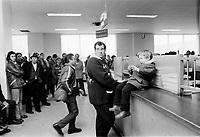ARCHIVE -<br /> <br /> Renouvellement des immatriculations,<br /> 20 Fevrier 1973<br /> <br /> Photo : Agence Quebec Presse  - Alain Renaud