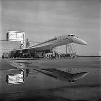 """Blagnac. 23 février 1968. le Concorde passant des tests de son dans le """"silencieux""""."""