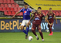 IBAGUE - COLOMBIA, 06-10-2020: Yeison Gordillo del Tolima disputa el balón con Omar Bertel de Millonarios durante partido entre Deportes Tolima y Millonarios por la fecha 12 de la Liga BetPlay DIMAYOR 2020 jugado en el estadio Manuel Murillo Toro de la ciudad de Ibagué. / Yeison Gordillo of Tolima vies for the ball with Luis Payares of Millonarios during match between Deportes Tolima and Millonarios for the date 12 as part BetPlay DIMAYOR League 2020 played at Manuel Murillo Toro stadium in Ibague city.  Photo: VizzorImage / Juan Torres / Cont