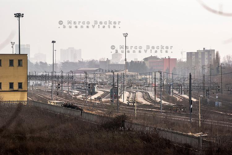 Milano, periferia nord. Ex scalo merci ferroviario Farini --- Milan, north periphery. Freight railway yard Farini
