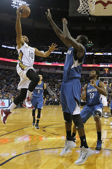 New Orleans Pelicans guard Eric Gordon (10) shoots against Minnesota Timberwolves center Gorgui Dieng (5) and guard Andrew Wiggins (22) during the first half of an NBA basketball game Saturday, Feb. 27, 2016, in New Orleans. (AP Photo/Jonathan Bachman)