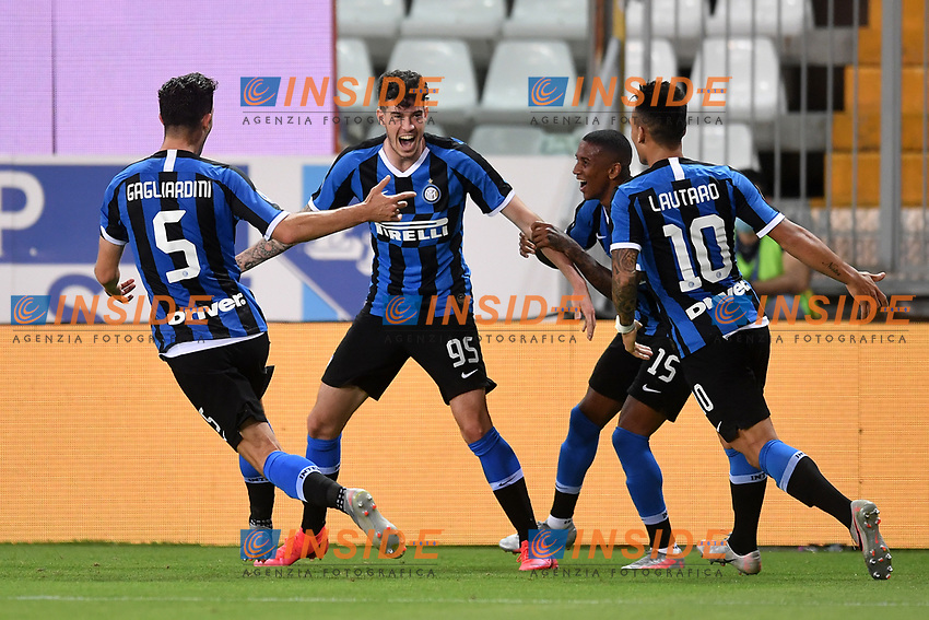 Alessandro Bastoni of FC Internazionale celebrates with Roberto Gagliardini , Ashley Young and Lautaro Martinez after scoring the goal of 1-2 during the Serie A football match between Parma and FC Internazionale at stadio Ennio Tardini in Parma ( Italy ), June 28th, 2020. Play resumes behind closed doors following the outbreak of the coronavirus disease. <br /> Photo Andrea Staccioli / Insidefoto