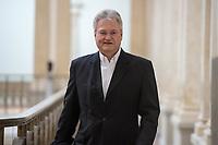 """9. Sitzung des 2. Untersuchungsausschusses <br /> der 18. Wahlperiode des Berliner Abgeordnetenhaus - """"BER II"""" - am Freitag den 15. Februar 2019.<br /> Der Ausschuss soll die Ursachen, Konsequenzen und Verantwortung fuer die Kosten- und Terminueberschreitungen des im Bau befindlichen Flughafens """"Berlin Brandenburg Willy Brandt"""" aufklaeren.<br /> Als oeffentlicher Tagesordnungspunkt war die Beweiserhebung durch Vernehmung des Zeugen Joerg Marks vorgesehen. Marks war von 2014 bis Anfang 2017 und von Maerz 2017 bis April 2018 BER-Technikchef.<br /> Im Bild: Joerg Marks auf dem Weg zum Untersuchungsausschuss.<br /> 15.2.2019, Berlin<br /> Copyright: Christian-Ditsch.de<br /> [Inhaltsveraendernde Manipulation des Fotos nur nach ausdruecklicher Genehmigung des Fotografen. Vereinbarungen ueber Abtretung von Persoenlichkeitsrechten/Model Release der abgebildeten Person/Personen liegen nicht vor. NO MODEL RELEASE! Nur fuer Redaktionelle Zwecke. Don't publish without copyright Christian-Ditsch.de, Veroeffentlichung nur mit Fotografennennung, sowie gegen Honorar, MwSt. und Beleg. Konto: I N G - D i B a, IBAN DE58500105175400192269, BIC INGDDEFFXXX, Kontakt: post@christian-ditsch.de<br /> Bei der Bearbeitung der Dateiinformationen darf die Urheberkennzeichnung in den EXIF- und  IPTC-Daten nicht entfernt werden, diese sind in digitalen Medien nach §95c UrhG rechtlich geschuetzt. Der Urhebervermerk wird gemaess §13 UrhG verlangt.]"""