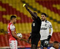 BOGOTA - COLOMBIA, 17-07-2021: Jhon Hinestroza, arbitro muestra tarjeta amarilla a Fainer Torijano (Fuera de Cuadro) de Independiente Santa Fe durante partido de la fecha 1 entre Independiente Santa Fe y Deportivo Cali por la Liga BetPlay DIMAYOR II 2021, en el estadio Nemesio Camacho El Campin de la ciudad de Bogota. / Jhon Hinestroza, referee shows yellow card to Fainer Torijano (Out of Pic) of Independiente Santa Fe during a match of the 1st date between Independiente Santa Fe and Deportivo Cali, for the BetPlay DIMAYOR II 2021 League at the Nemesio Camacho El Campin Stadium in Bogota city. / Photo: VizzorImage / Luis Ramirez / Staff.