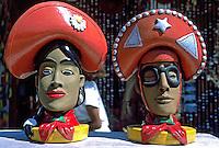 Artesanato em barro. Lampiao e Maria Bonita. Foto de Rogério Reis
