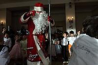 RUSSLAND, Moskau, 12.2007. ©  Sergey Kozmin/EST&OST.Weihnachten mit Vaeterchen Frost. Besuch im Kindergarten. | Christmas with Father Frost. Visiting a kindergarden.