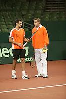 6-2-06, Netherlands, Amsterdam, Daviscup, first round, Netherlands-Russia, training,John van Lottum and coach Tjerk Bogtstra