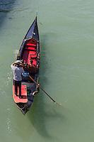 Italie, Vénétie, Venise:  Gondole sur le Grand Canal   // Italy, Veneto, Venice: