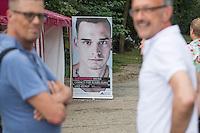 """Internationaler Gedenktag fuer verstorbene Drogengebraucher.<br /> Unter dem Titel """"Menschenwuerde in der Substitution"""" veranstalteten die Organisationen Deutsche AIDS-Hilfe, Fixpunkt e.V., JES Bundesverband e.V. und die Berliner Aids-Hilfe e.V. auf dem Oranienplatz in Berlin-Kreuzberg eine Gedenkveranstaltung fuer die an Drogenkonsum verstorbenen Menschen.<br /> In Berlin ist die Zahl der an illegalisierten Drogen verstorbenen Menschen im vergangenen Jahr um 24 Prozent gestiegen. Fast jeden 2. Tag stirbt ein Drogengebraucher bzw. eine Drogengebraucherin in der Stadt, 153 Menschen waren es 2015.<br /> 21.7.2016, Berlin<br /> Copyright: Christian-Ditsch.de<br /> [Inhaltsveraendernde Manipulation des Fotos nur nach ausdruecklicher Genehmigung des Fotografen. Vereinbarungen ueber Abtretung von Persoenlichkeitsrechten/Model Release der abgebildeten Person/Personen liegen nicht vor. NO MODEL RELEASE! Nur fuer Redaktionelle Zwecke. Don't publish without copyright Christian-Ditsch.de, Veroeffentlichung nur mit Fotografennennung, sowie gegen Honorar, MwSt. und Beleg. Konto: I N G - D i B a, IBAN DE58500105175400192269, BIC INGDDEFFXXX, Kontakt: post@christian-ditsch.de<br /> Bei der Bearbeitung der Dateiinformationen darf die Urheberkennzeichnung in den EXIF- und  IPTC-Daten nicht entfernt werden, diese sind in digitalen Medien nach §95c UrhG rechtlich geschuetzt. Der Urhebervermerk wird gemaess §13 UrhG verlangt.]"""