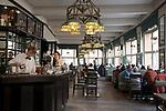 Tschechien, Boehmen, Prag: das kubistische Grand Cafe Orient im ersten Stock des Hauses Zur schwarzen Mutter Gottes | Czech Republic, Bohemia, Prague: Grand Cafe Orient, Cubist inspired cafe attached to the House of the Black Madonna
