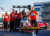 NHRA Mello Yello Drag Racing Series<br /> NHRA Carolina Nationals<br /> zMAX Dragway, Concord, NC USA<br /> Sunday 16 September 2017 Doug Kalitta, Mac Tools, top fuel dragster, crew<br /> <br /> World Copyright: Mark Rebilas<br /> Rebilas Photo