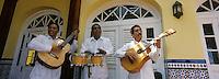Cuba/La Havane: Guitaristes à la terrasse de l'hôtel Ambos Mundos, Obispo y Mercaderes, Habana Vieja