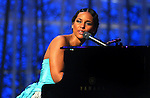 46TH ANNUAL GRAMMY AWARDS --Alicia  Keys performs during a tribute to Luther Vandross during the 46th Annual Grammy Awards show, at the Staples Center in Los Angeles, Calif., Sunday, Feb. 8, 2004. LOS ANGELES TIMES PHOTO BY RICHARD HARTOG