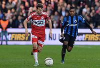 KV Kortrijk - Club Brugge : Lukas Van Eenoo (links) aan de bal voor Jose Izquierdo (r) <br /> Foto VDB / Bart Vandenbroucke
