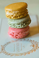 Europe/France/Ile-de-France/75008/Paris : Les Macarons de Ladurée -  Boutique Ladurée  16, rue Royale