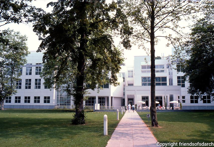 Richard Meier: Museum Fur Kunsthandwerk. West elevation.  Photo '85.